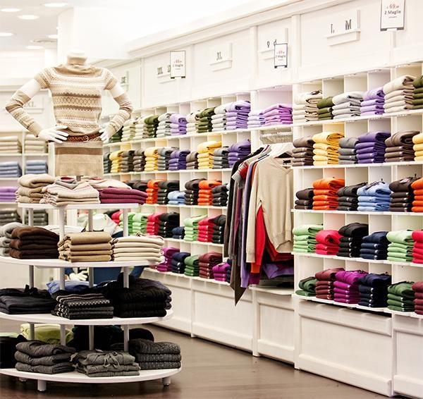 señalamientos en tienda de ropa
